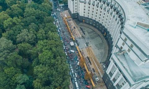 У здания Кабмина митинговали работники «ДнепрАзота» г. Каменское Днепродзержинск