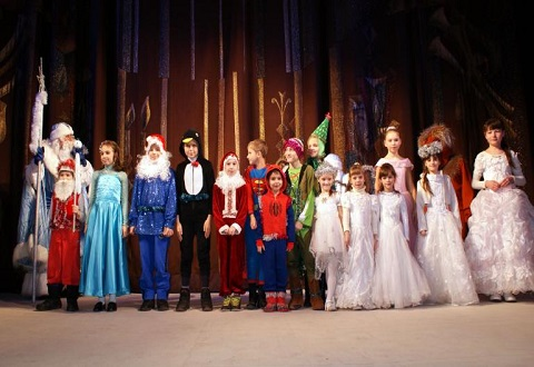 В Каменском дети принимали новогодние поздравления Днепродзержинск