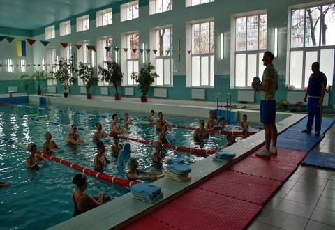 Участники «Воскресного воркаута» г. Каменское провели занятие в бассейне СОШ № 44 Днепродзержинск