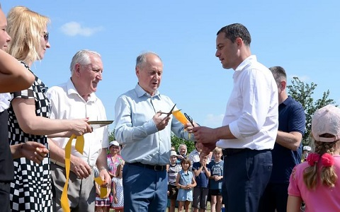 В Каменском прошло торжественное открытие игровых комплексов для детей Днепродзержинск