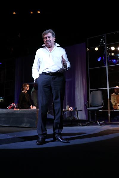 Скоро в Каменском премьера спектакля «Иллюзионисты» Днепродзержинск