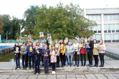 Флешмоб на территории Соцгорода в Каменском посвятили книге Днепродзержинск