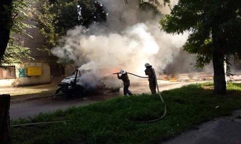 В центре г. Каменское сгорел микроавтобус депутата горсовета Днепродзержинск