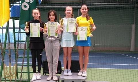На теннисном турнире спортсменка из Каменского завоевала 2 титула Днепродзержинск
