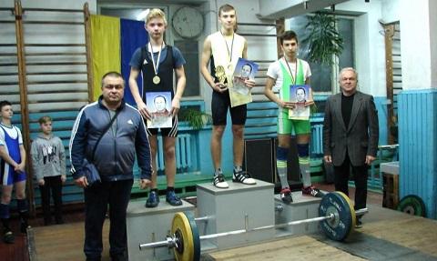 Каменские штангисты успешно выступили на областном чемпионате по тяжелой атлетике Днепродзержинск