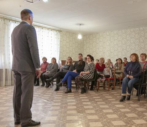 Работников ДДТ г. Каменское поздравили с праздником весны Днепродзержинск