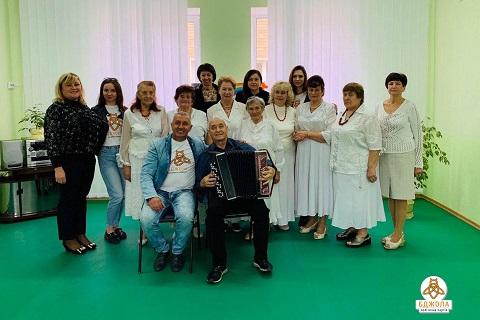 В Терцентрах города Каменское  пожилых людей поздравили представители ПП «Бджола» Днепродзержинск