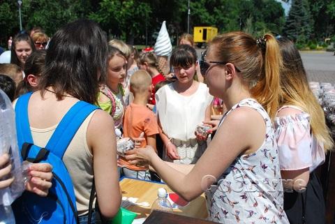 В городском парке Каменского весело встречали День защиты детей Днепродзержинск