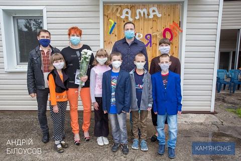 Каменчанки в День матери получили поздравления Днепродзержинск