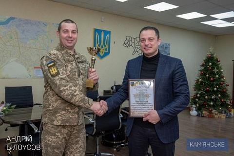 В Каменском градоначальник поздравил военкома города с заслуженной наградой  Днепродзержинск