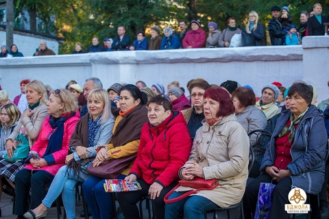 Старшее поколение жителей Каменского пригласили на ретроконцерт Днепродзержинск