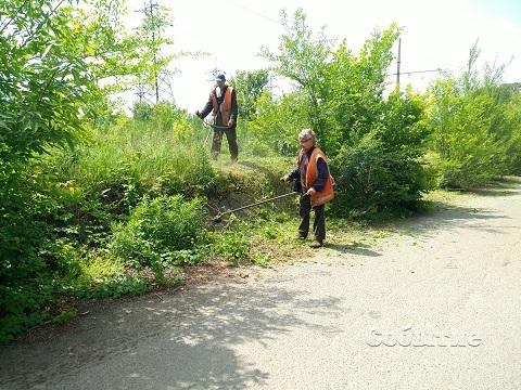 Работники КП «Транспорт» г. Каменское расчистили участок трамвайного пути  Днепродзержинск