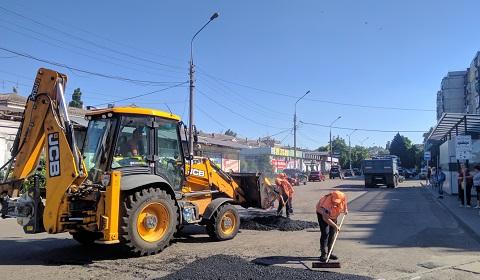В Каменском продолжают вести дорожные работы Днепродзержинск