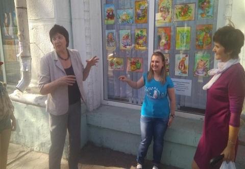 В ЦГБ г. Каменское организовали выставку творческих работ детей Днепродзержинск