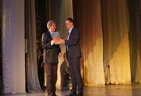 В торжественной обстановке Каменское поздравило работников культуры Днепродзержинск