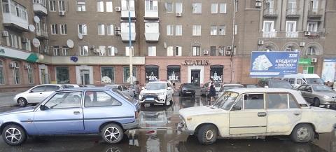 В Каменском на Майдане Героев столкнулись автомобили Днепродзержинск