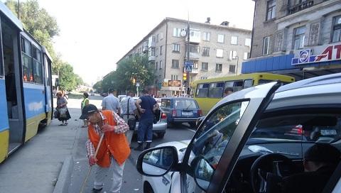 Полиция Каменского разбирается в причинах ДТП с участием мотоциклиста Днепродзержинск