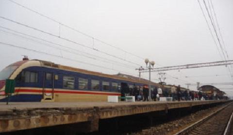 Обшивку перрона на вокзале в Каменском повредили охотники за металлом Днепродзержинск