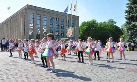 В Каменском отметили День вышиванки Днепродзержинск