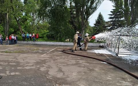 Каменские спасатели учили детей жить безопасно Днепродзержинск