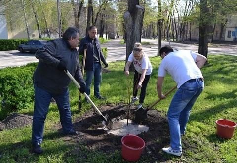 Сотрудники «ДМК» г. Каменское провели «зеленый десант»  Днепродзержинск