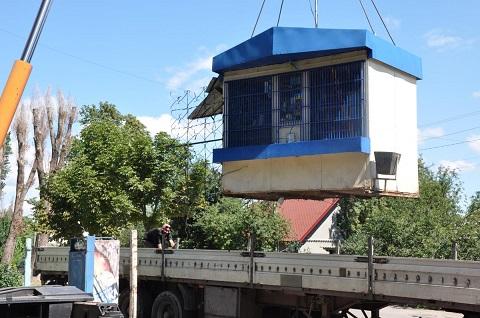 В Каменском провели демонтажные работы МАФ на улице Подольская Днепродзержинск