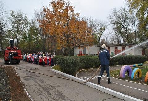Спасатели ГПСЧ № 15 Каменского  провели урок БЖД в детском саду Днепродзержинск