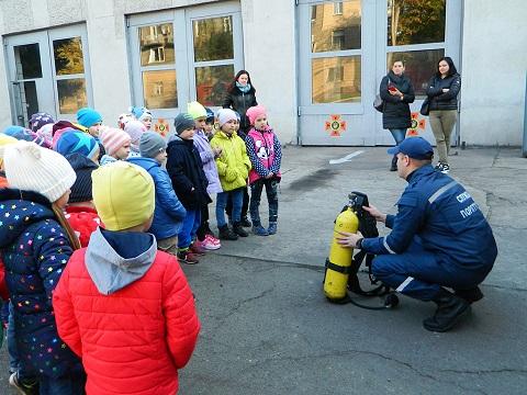 В подразделении ГПСЧ № 7 г. Каменское для малышей провели экскурсию Днепродзержинск