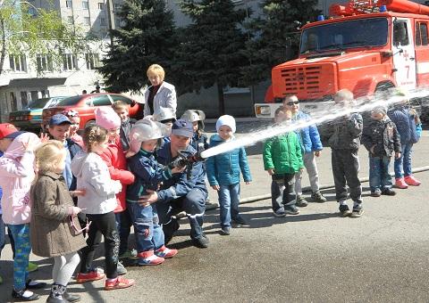 Воспитанники «Ромашки» побывали в гостях у спасателей Каменского Днепродзержинск