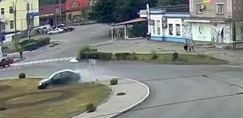Участнику аварии на площади Освободителей в Каменском помогли свидетели ДТП  Днепродзержинск
