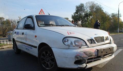 В Каменском произошло ДТП с участием учебного автомобиля Днепродзержинск
