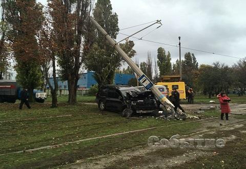 В Каменском после ДТП восстановили контактную линию трамвая № 2 Днепродзержинск