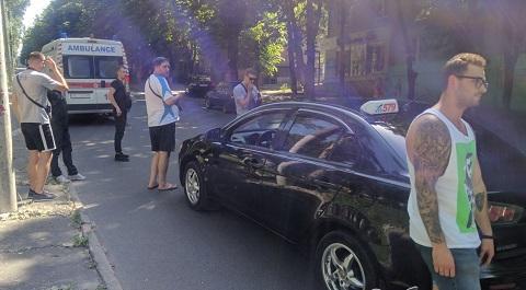 В Каменском автомобиль сбил ребенка Днепродзержинск