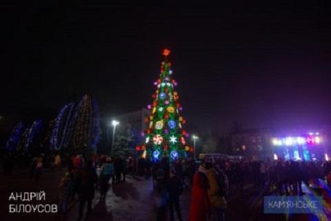 Зажглись огни на городской елке Каменского Днепродзержинск