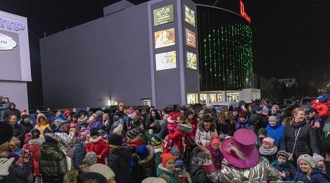 Каменская детвора приняла участие в празднике у елки ТРЦ «Dmart» Днепродзержинск