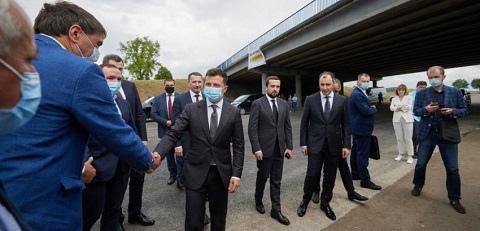 Под г. Каменское Президент Украины ознакомился с ремонтом автотрассы Днепродзержинск
