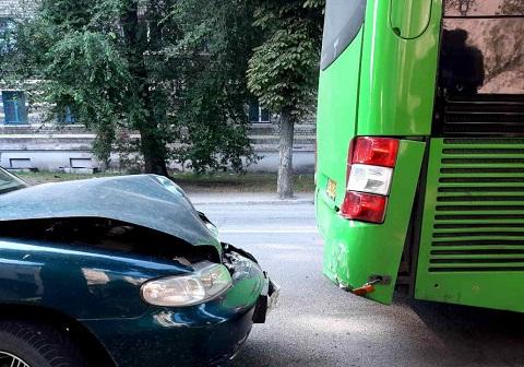 В первую половину выходного дня в Каменском произошли две дорожные аварии  Днепродзержинск