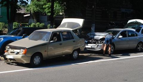 В Каменском столкнулись три автомобиля  Днепродзержинск