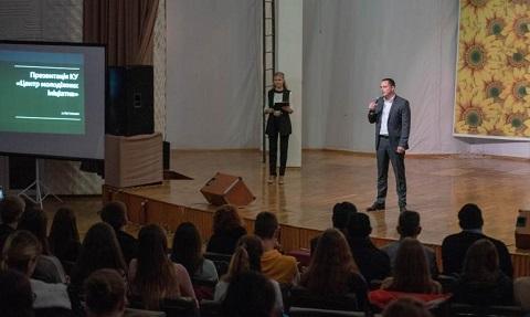 Мэр Каменского встретился с инициативной молодежью города Днепродзержинск
