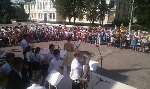 В Каменском празднуют День защиты детей Днепродзержинск