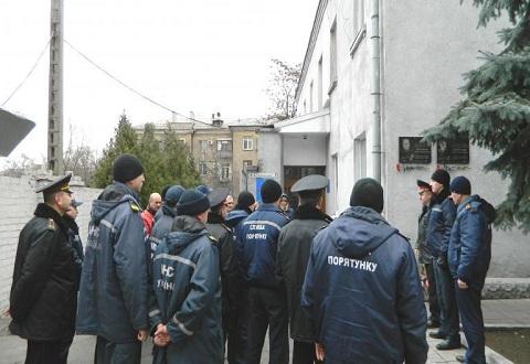 Каменские пожарные почтили память погибших сотрудников Днепродзержинск