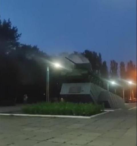 В г. Каменское на левобережье горел танк «Т-34» Днепродзержинск