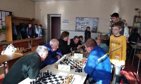 Шахматный турнир поколений прошел в Каменском Днепродзержинск