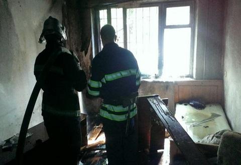 Спасатели г. Каменское ликвидировали пожар в помещении заброшенной квартиры Днепродзержинск