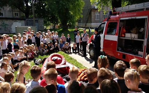 Спасатели г. Каменское провели акцию для школьников Днепродзержинск