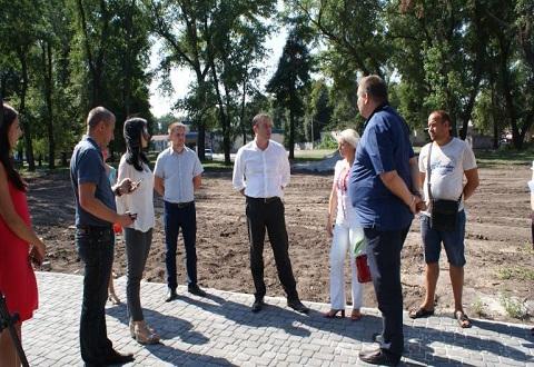 Строители Каменского продолжают работы в парке за ДК «Химик» Днепродзержинск