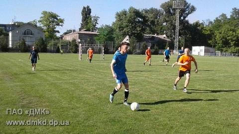 Футбольные команды меткомбината г. Каменское приступили к завершающим играм Днепродзержинск