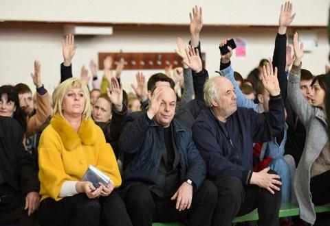 В Каменском провели общественные слушания по вопросу реконструкции СК «Прометей» Днепродзержинск
