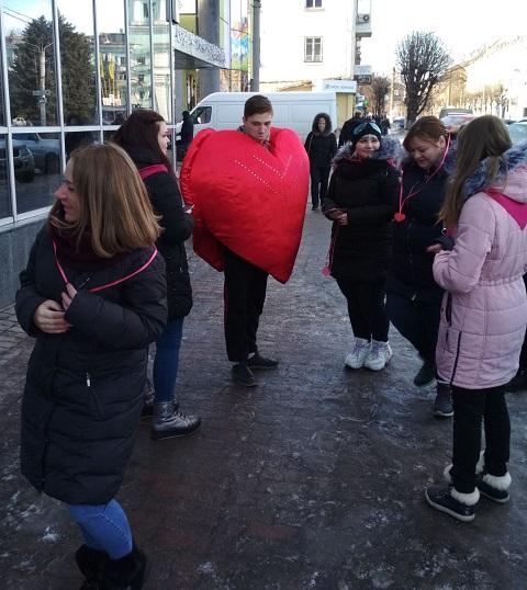 Каменская молодежь провела акцию «Подари свою любовь» Днепродзержинск