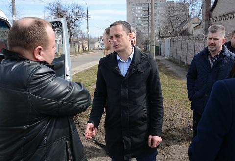Мэр г. Каменское проверил ход работ по благоустройству города Днепродзержинск